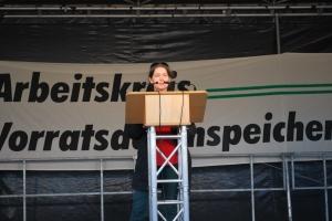 Anne Roth bei ihrer Rede
