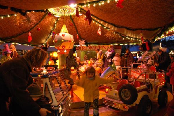 Das Karussel bereitete den Kindern viel Spaß - Fotofans ebenfalls. Hier sieht man es im Stillstand...
