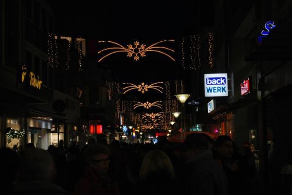Auch außerhalb des Weihnachtsmarktes war die Stadt vorweihnachtlich geschmückt...